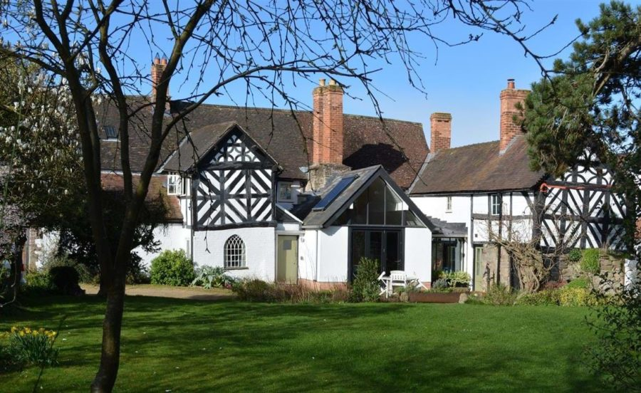 Throne Weobley timberframed house with garden in front